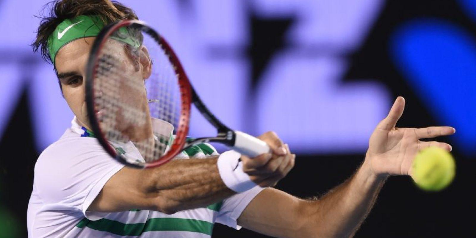 El tenista de Suiza devuelve un servicio. Foto:AFP