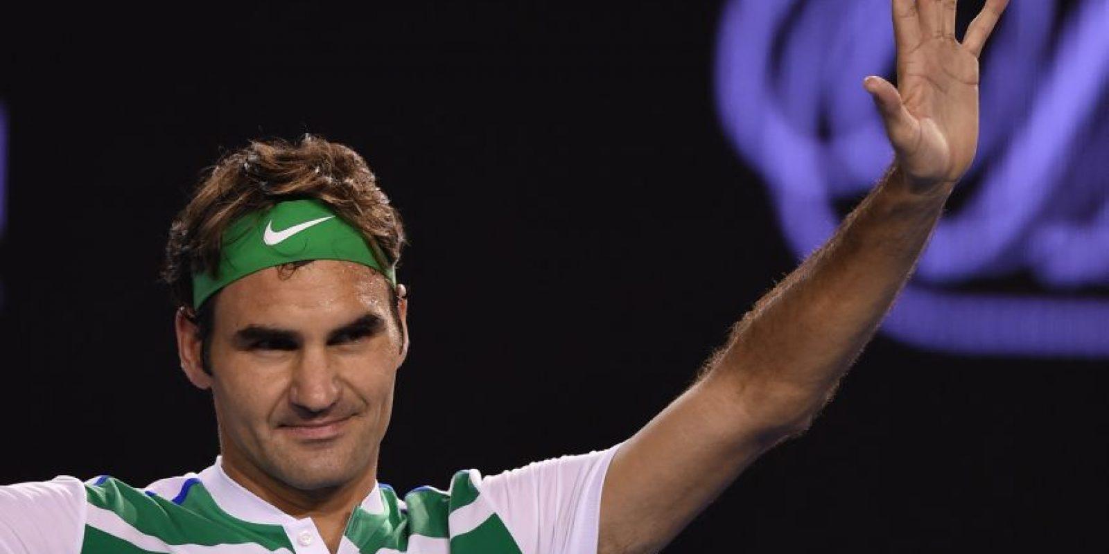 Federer saluda al público tras el fin del partido, Foto:AFP