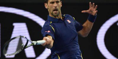El tenista serbio en una acción de su partido ante el italiano. Foto:AFP