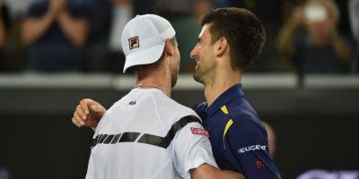 Un caluroso saludo entre Djokovic y Andreas Seppi. Foto:AFP