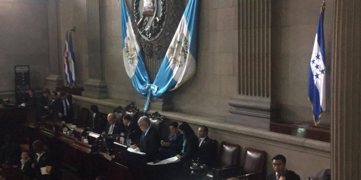 Congreso congela plazas 011 y aumentos salariales