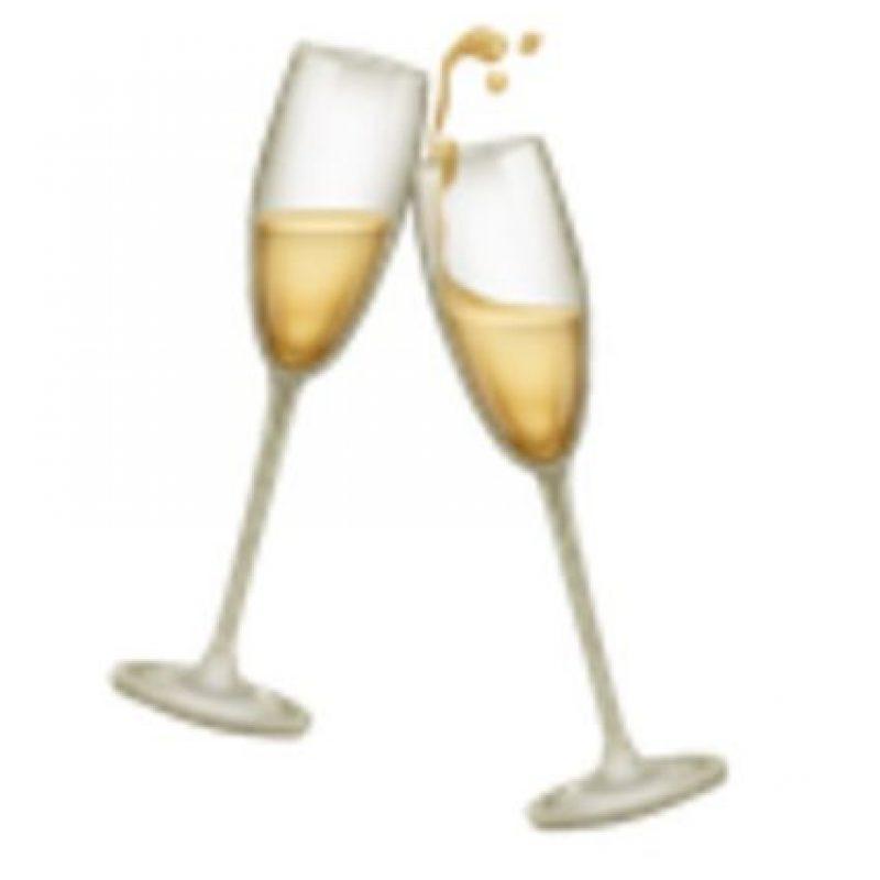 Copas de champaña chocando. Foto:vía emojipedia.org