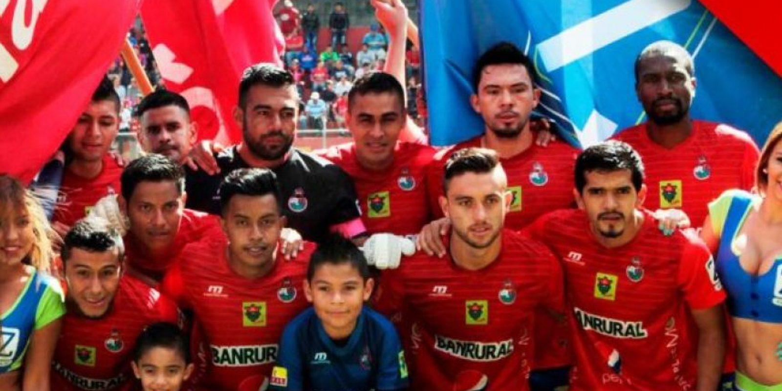 Los rojos previo a un partido de liga. Foto:Publinews