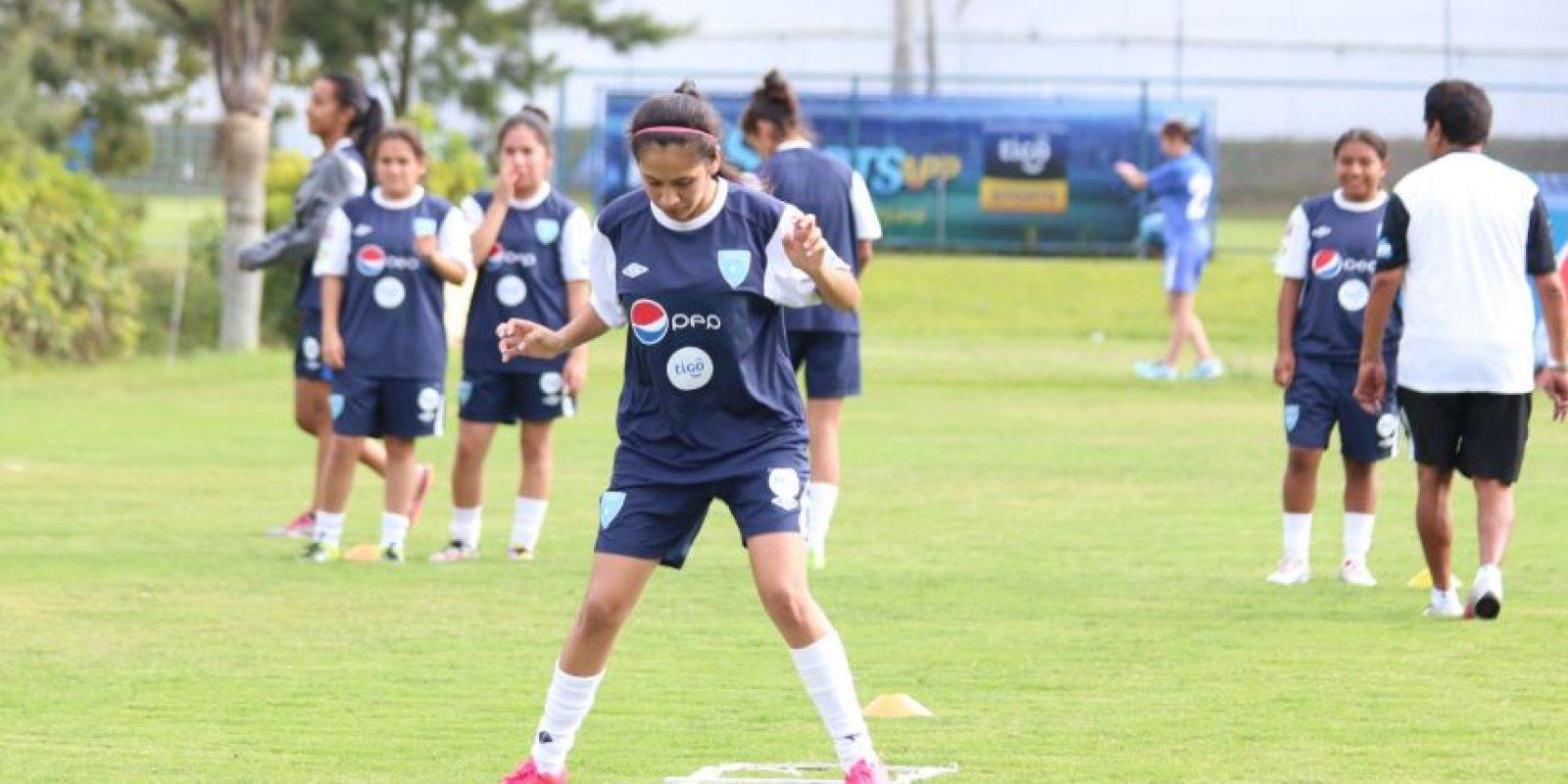 Las seleccionadas juveniles en un entreno. Foto:Alex Argueta/Fedefut