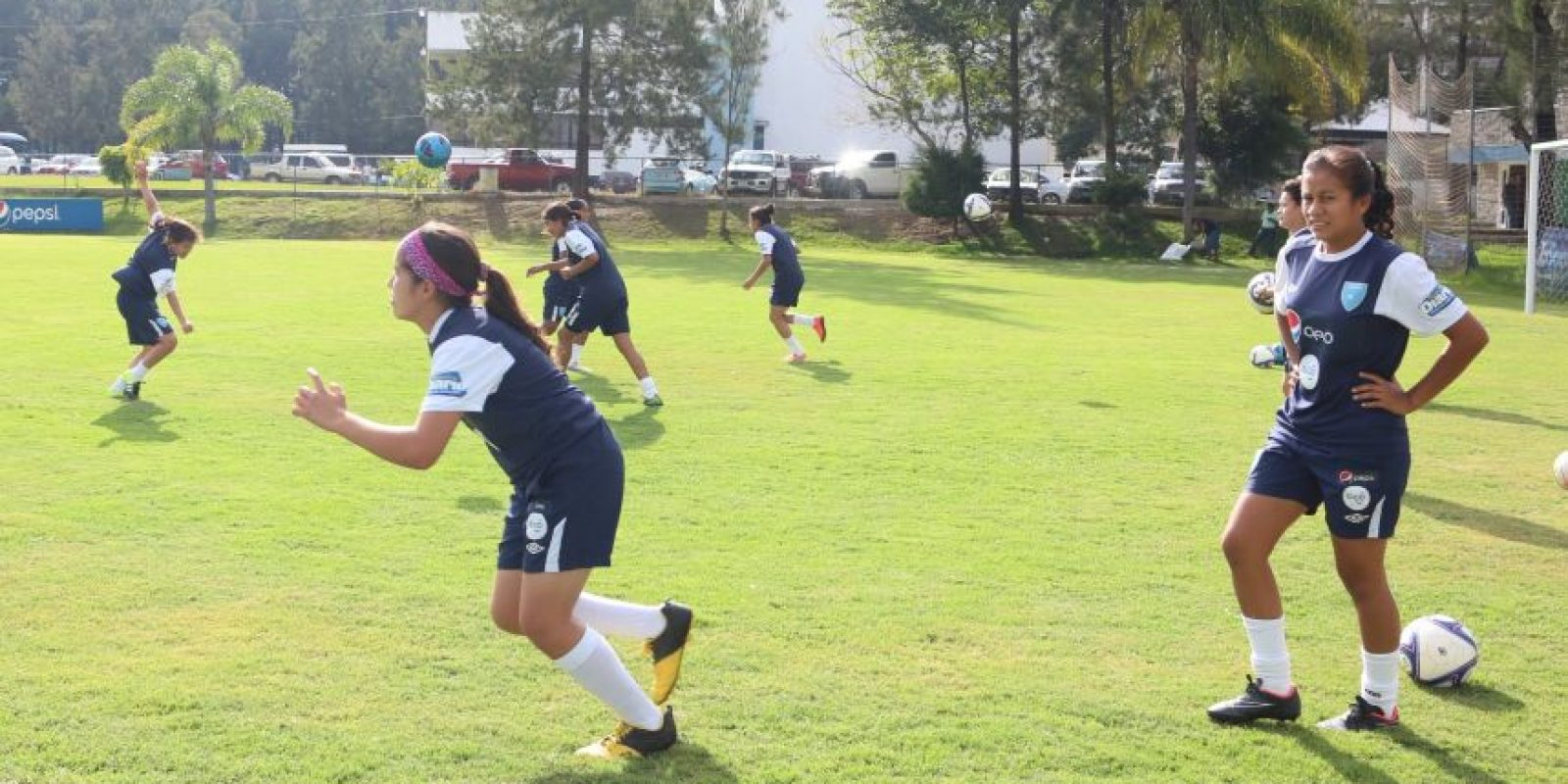 Jugadoras de la sele femenina Sub-17 se preparan. Foto:Alex Argueta/Fedefut