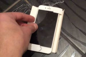 Este sería el nuevo iPhone 6c de cuatro pulgadas. Foto:M.I.C. Gadget / YouTube