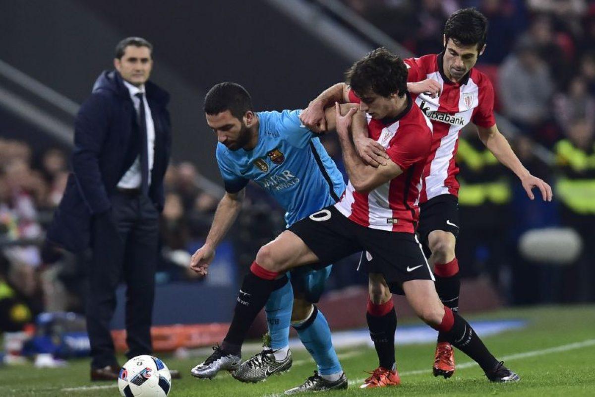 Acción de la ida entre Athletic y Barcelona. Foto:AP