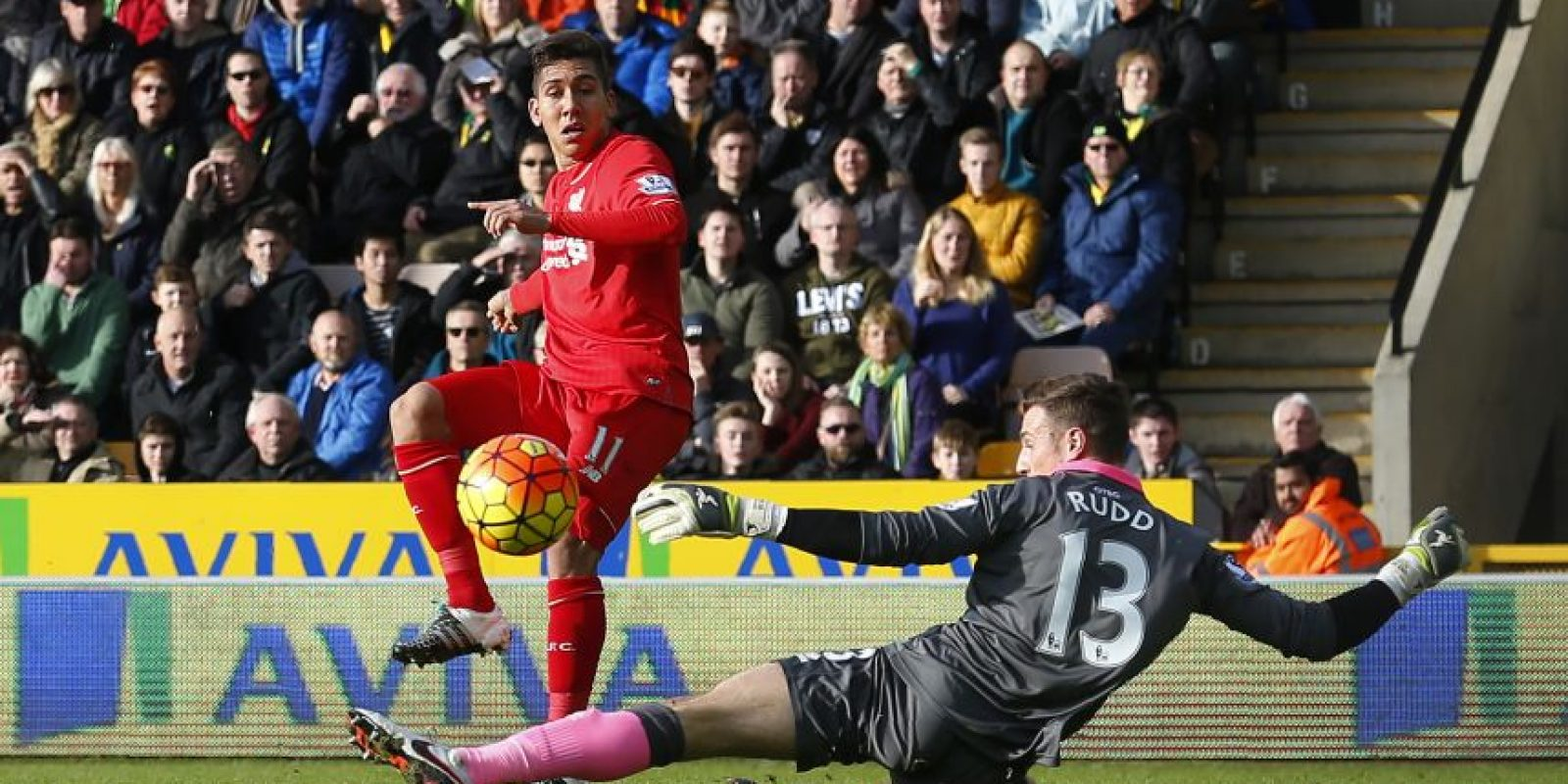 Momento en que Firmino consigue un gol para su equipo. Foto:AFP