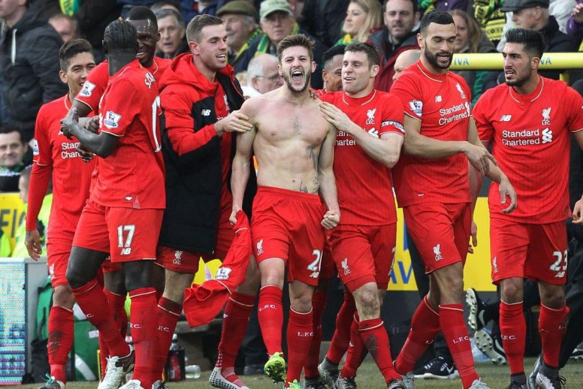 Los jugadores de los reds celebran uno de sus goles. Foto:AFP