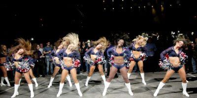 El medio tiempo del Super Bowl fue amenizado por las porristas. Foto:AFP
