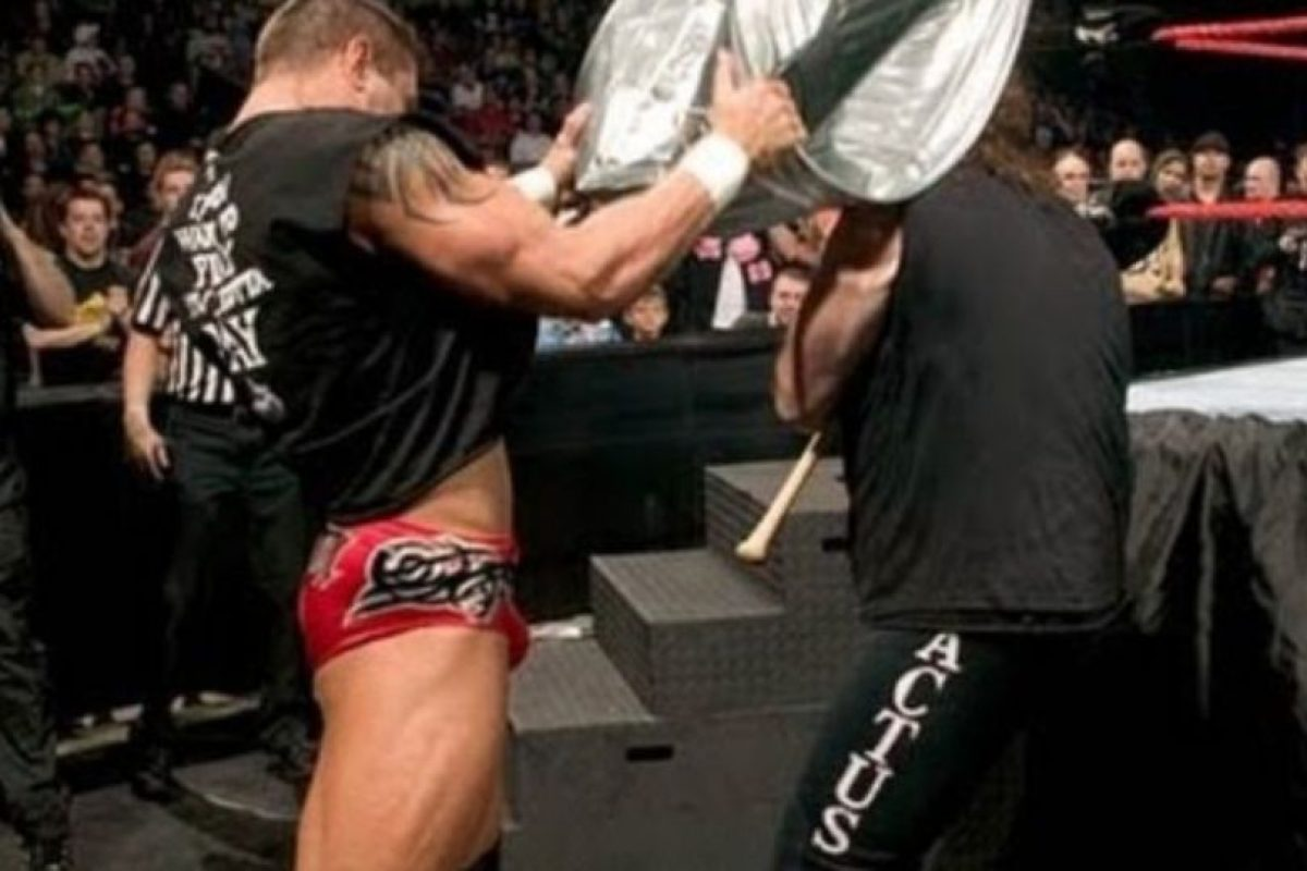 Randy Orton vs Mick Foley, en Backlash 2004. Foto: WWE