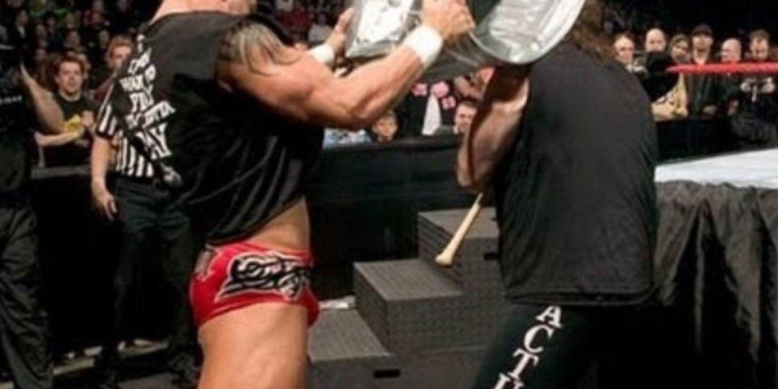 Randy Orton vs Mick Foley, en Backlash 2004. Foto:WWE