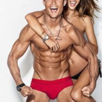 """Cristiano Ronaldo y Alessandra Ambrosio posaron juntos para la revista masculina """"GQ"""". Foto:Grosby Group"""