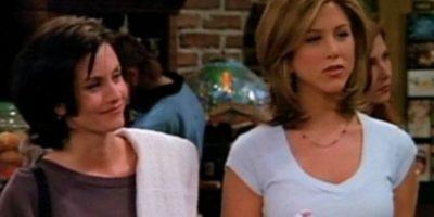 """¿Pueden ver el collar de """"Rachel""""? Foto:Vía YouTube / Warner Bros"""