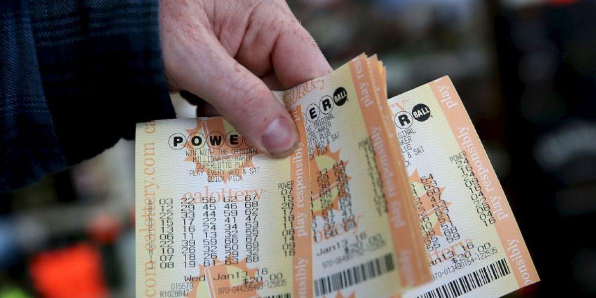 Mujer metió a la lavadora boleto de lotería de