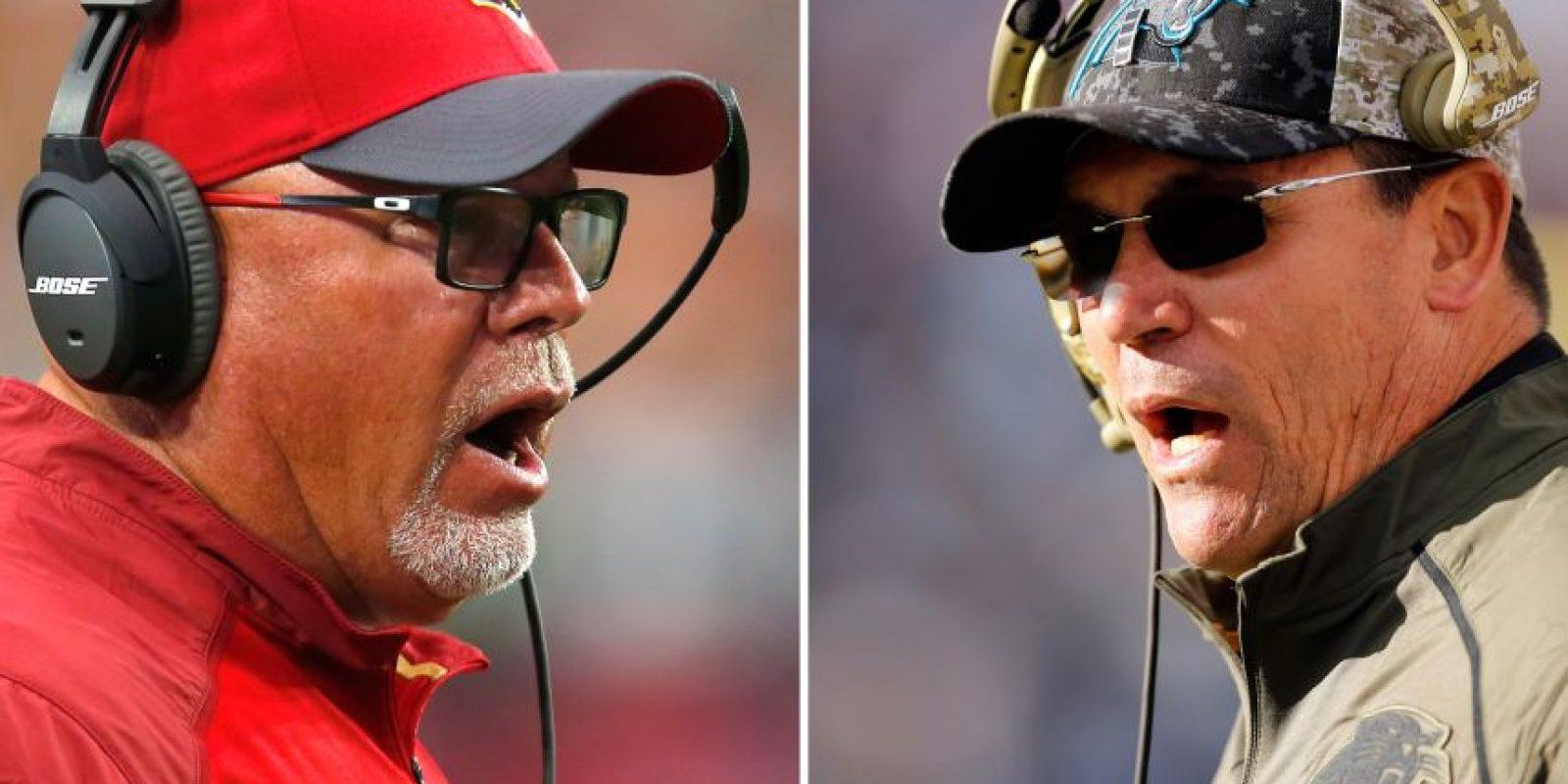 El entrenador de los Cardinals, Bruce Arians, y el de Carolina, Ron Rivera. Foto:AP