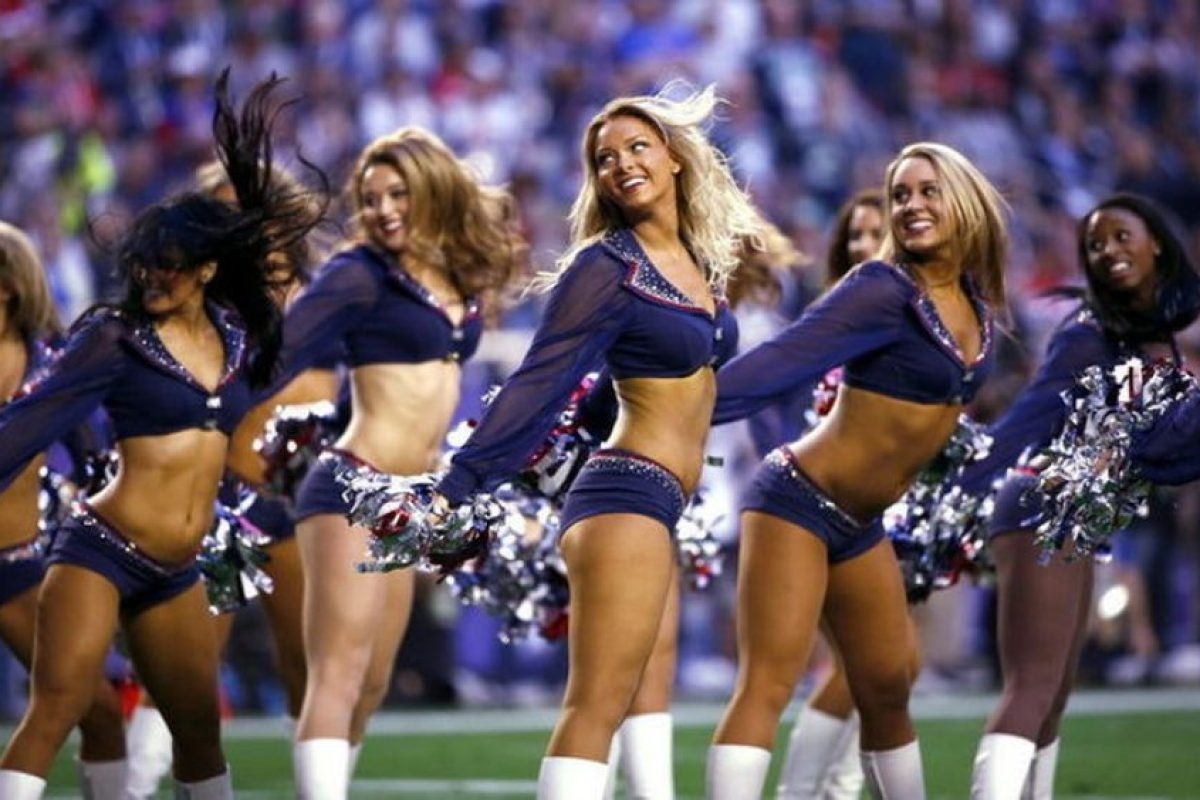 Las cheerleaders de los Patriots animan a su equipo. Foto: AFP