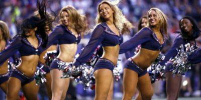 Las cheerleaders de los Patriots animan a su equipo. Foto:AFP