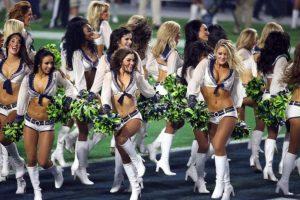 Son muchas las porristas que animan a su equipo. Foto:AFP