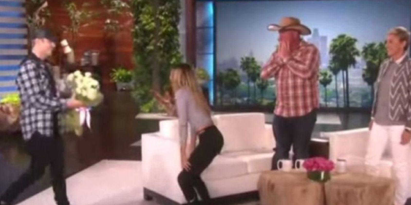 """1. Cuando sorprendió a una fan con un gran ramo de flores en el programa de la presentadora Ellen DeGeneres Foto:""""Ellen DeGeneres Show"""""""