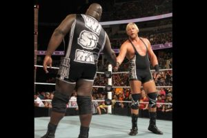 """En la primera pelea de la noche, Mark Henry y Jack Swagger ganaron en una """"Pelea fatal de cuatro esquinas"""" Foto:WWE"""
