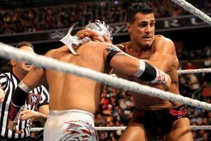 El enmascarado le pasó por encima a Alberto del Río Foto:WWE