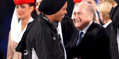 Al lado de Joseph Blatter, expresidente de la FIFA Foto:Getty Images