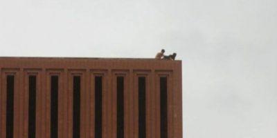 Estudiantes de la Universidad de Carolina del Sur, murieron luego de caer desde el techo de uno de los edificios. Foto: Refined Guy