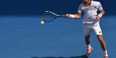 El español David Ferrer devuelve un servicio. Foto:AFP