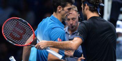 Djokovic saluda a Federer al finalizar un partido. Foto:AFP