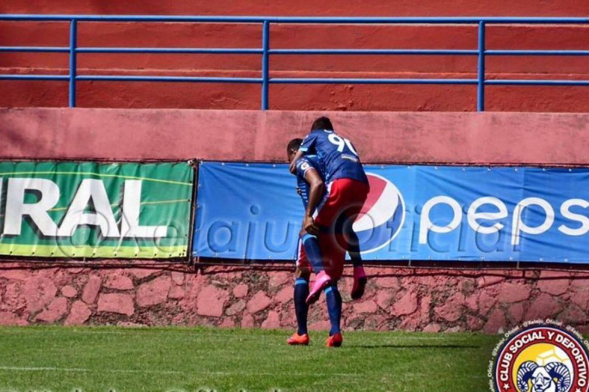 Los jugadores chivos celebran el gol. Foto:Xelajú Oficial