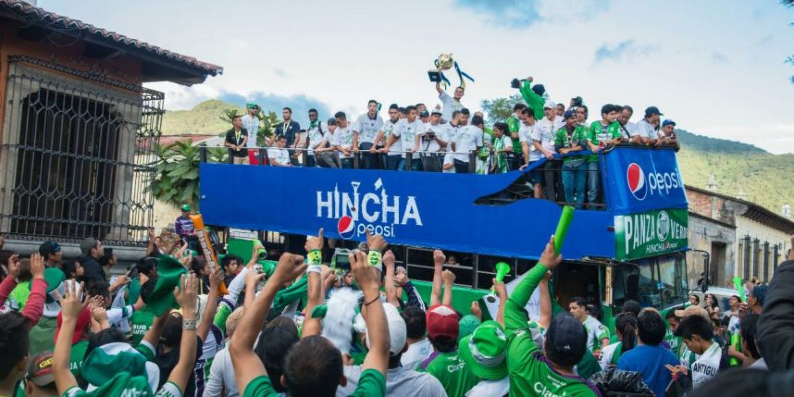 los jugadores del club colonial en la celebración de su primer campeonato. Foto:Luis Carlos Nájera
