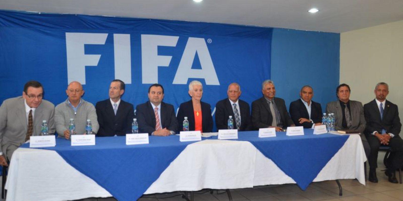 La Comisión de Normalización en la presentación del cuerpo técnico de selección. Foto:Prensa Fedefut