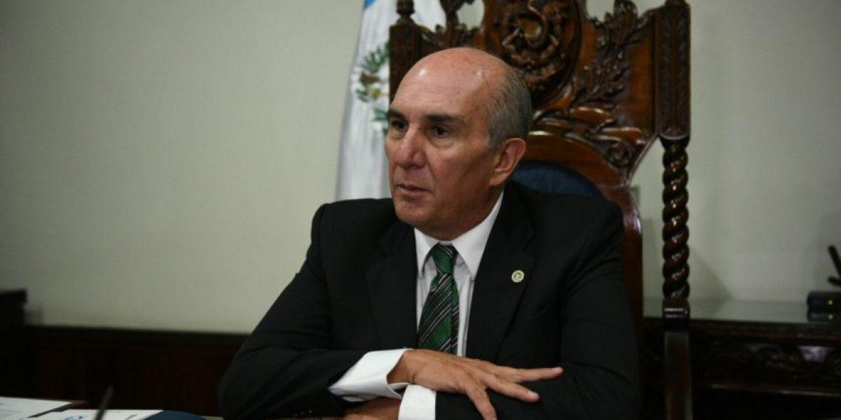 Presidente del Congreso cancela primeros contratos que autorizó Luis Rabbé