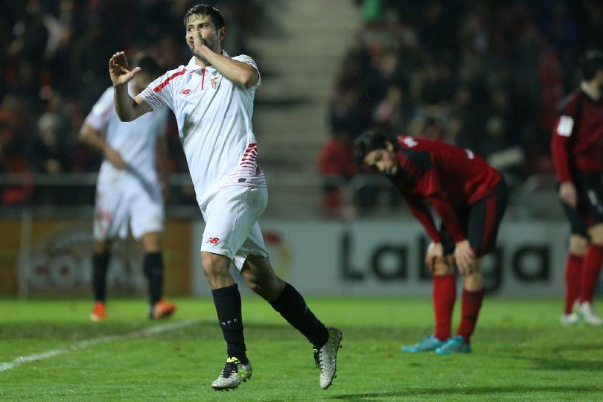 Un jugador del Sevilla celebra su gol ante el Mirandés. Foto:AFP