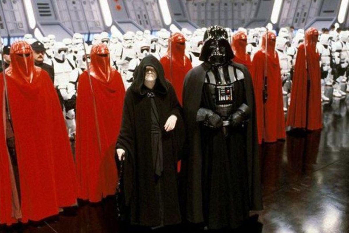 James Earl Jones, quien interpretó a Darth Vader en las películas 4, 5 y 6, pidió no aparecer en los créditos, porque consideró que sería un total fracaso y eso dañaría su carrera. Foto:Vía StarWars.LATAM
