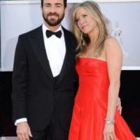 Justin Theroux le entregó a su ahora esposa Jennifer Aniston una joya valuada en un millón de dólares. Foto:Getty Images