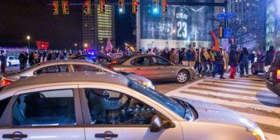 1. Personas ancianas, discapacitados y niños, deben andar en la calle acompañada de un adulto, si andan solos, ¡Ayúdales a cruzar la calle! Foto:Getty Images