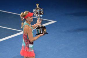 Angelique Kerber con el título de campeona del Abierto de Australia 2016. Foto:APF
