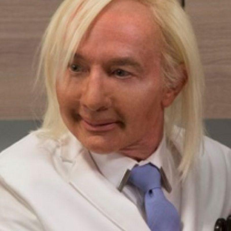 """No soportó la mofa que le hacían en el programa """"Unbreakable Kimmy Schmidt"""", donde Martin Short se burlaba de él y sus rasgos. Foto:vía Getty Images"""