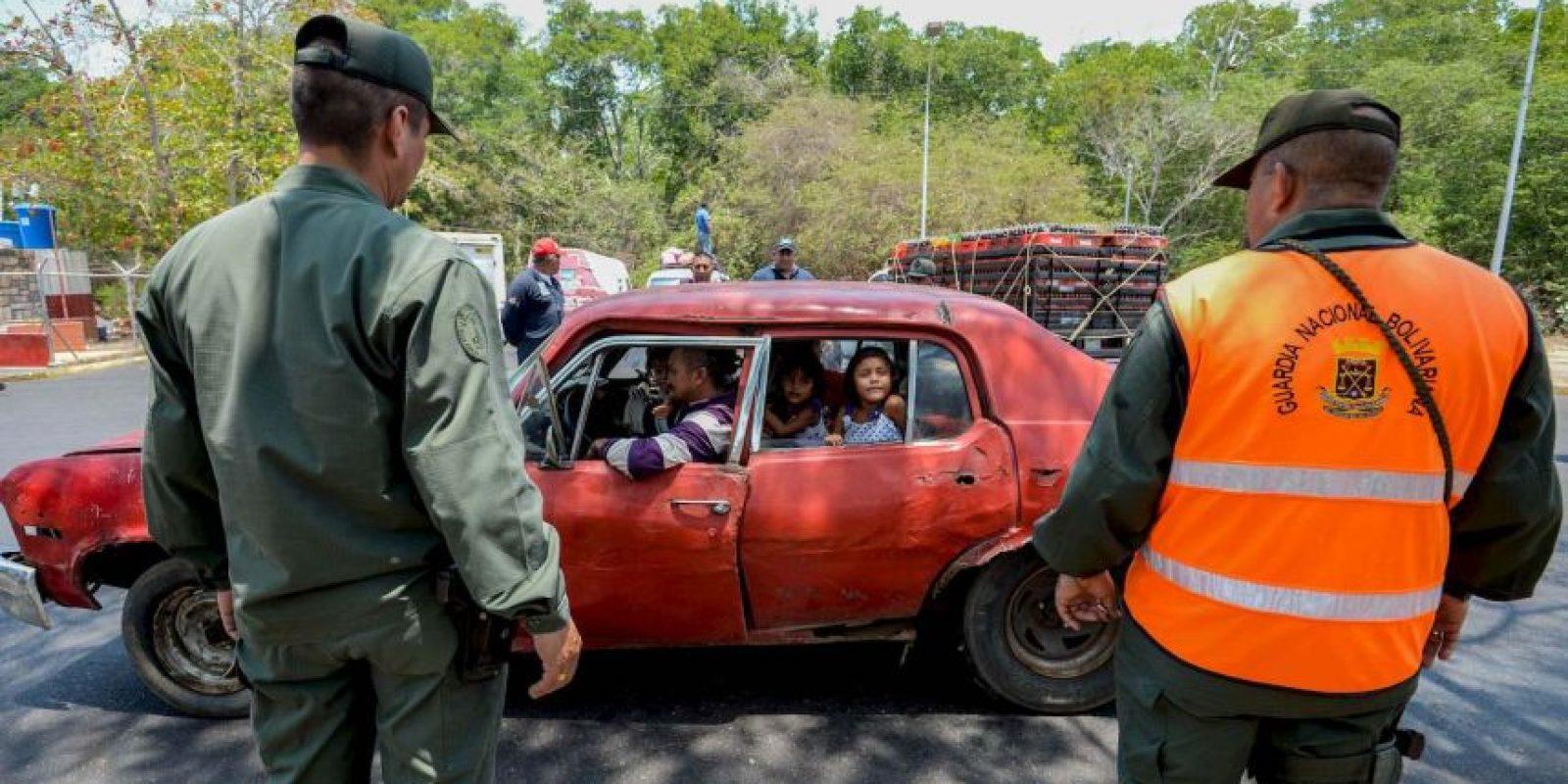 Caracas asegura que roban productos básicos para venderlos a precios más bajos en Colombia Foto:AFP