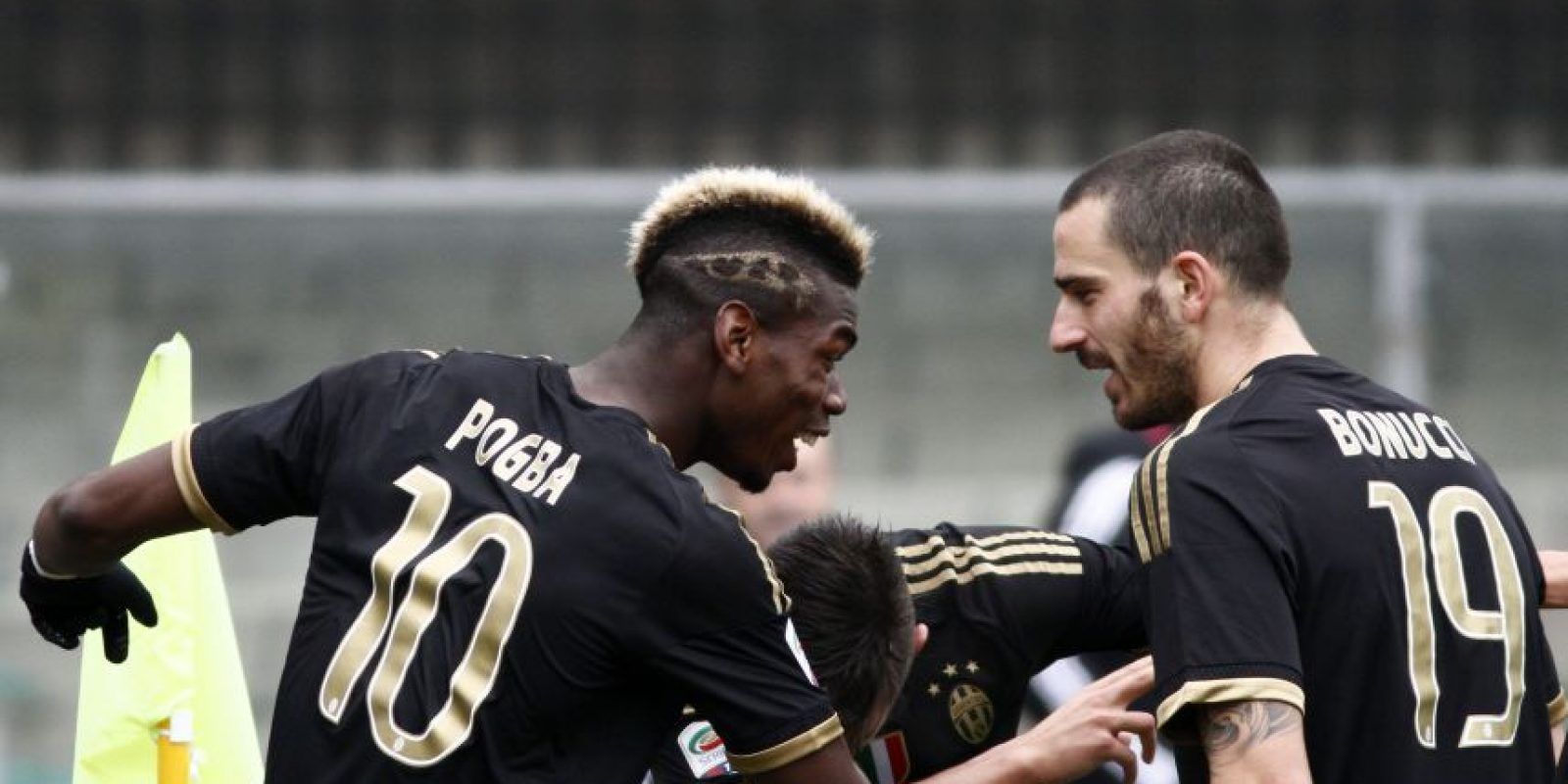El francés Paul Pogba celebra uno de los goles de la Juve. Foto:AP