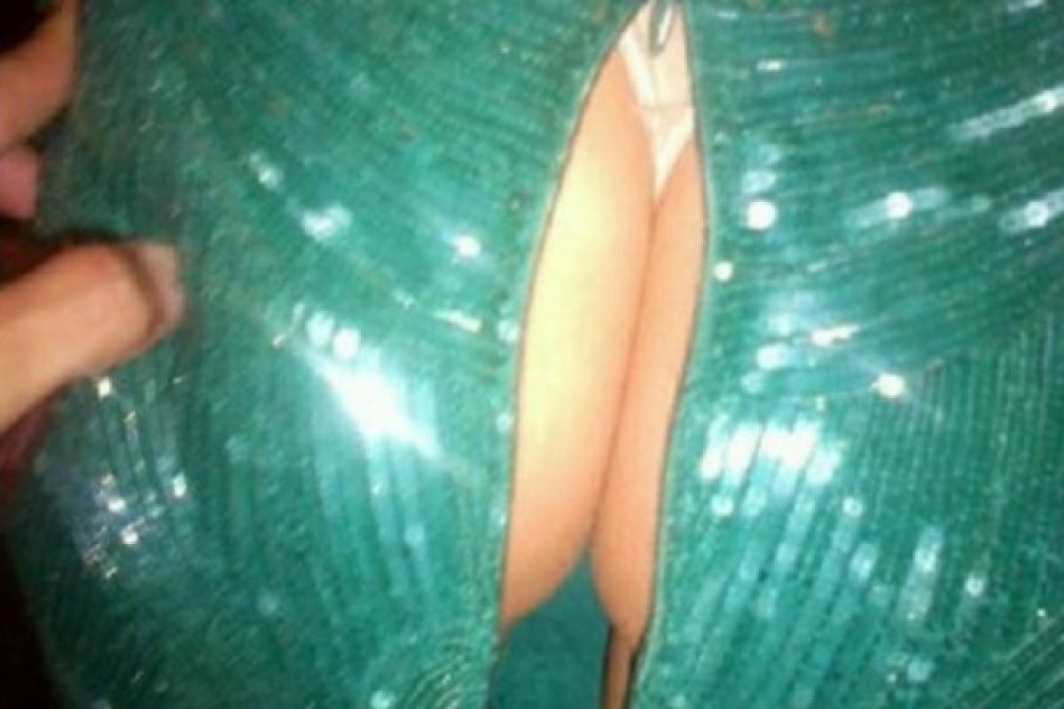 Durante la premiación de los Emmy de 2012, la actriz decidió mostrar en sus redes sociales que su vestido se había roto justo en la parte de su trasero. Foto:Instagram