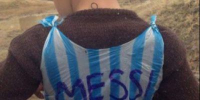 Lionel Messi busca al niño afgano de la camiseta de plástico