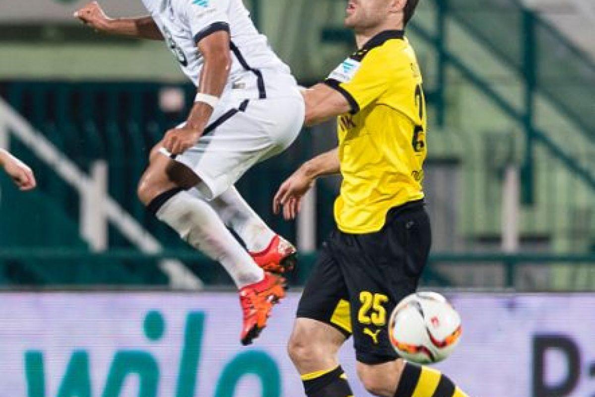 El futbolista mexicano probará suerte en la Bundesliga. Llegó al Eintracht de Frankfurt por 3.5 millones de euros. Foto:Getty Images