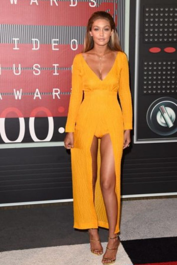 Gigi Hadid se veía más bronceada de lo usual. El vestido ayudó a acentuar ese color. Foto:vía Getty Images