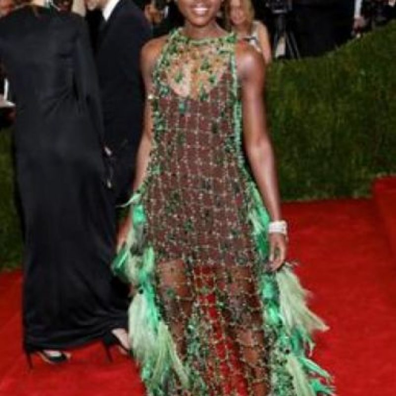 Demasiado literal este vestido de Lupita Nyong'o. Foto:vía Getty Images