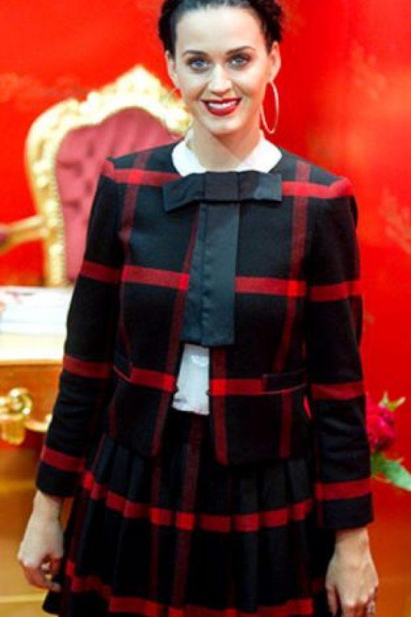 Katy Perry con look de niñita de película de terror. Foto:vía Getty Images