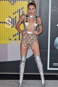 Barbarella trashy o Miley .yrus Foto: vía Getty Images