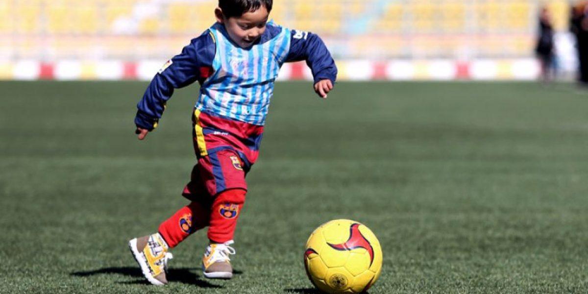 Niño afgano entrena con la selección de su país